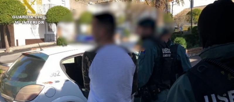 Detenido por la Guardia Civil tras robar la recaudación de una empresa aceitera de El Coronil