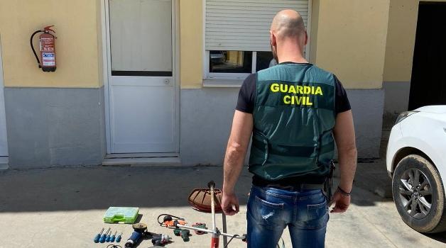 La Guardia Civil detiene a un joven de Lora del Río por numerosos robos en explotaciones…