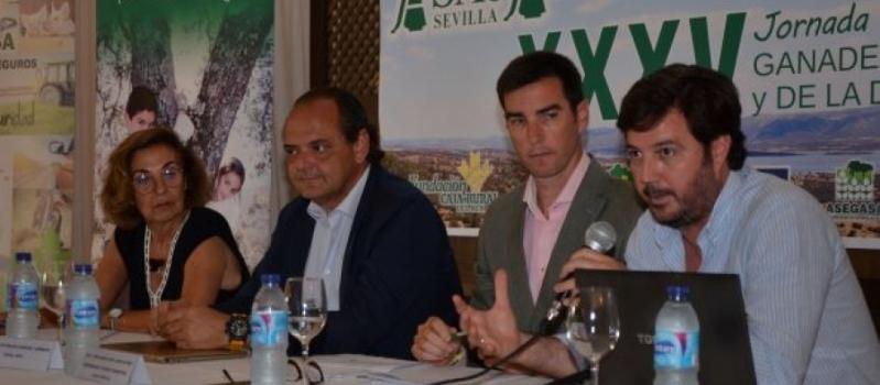 Los ganaderos sevillanos respaldan el manifiesto del ibérico extensivo impulsado por las ASAJAs de Andalucía y…